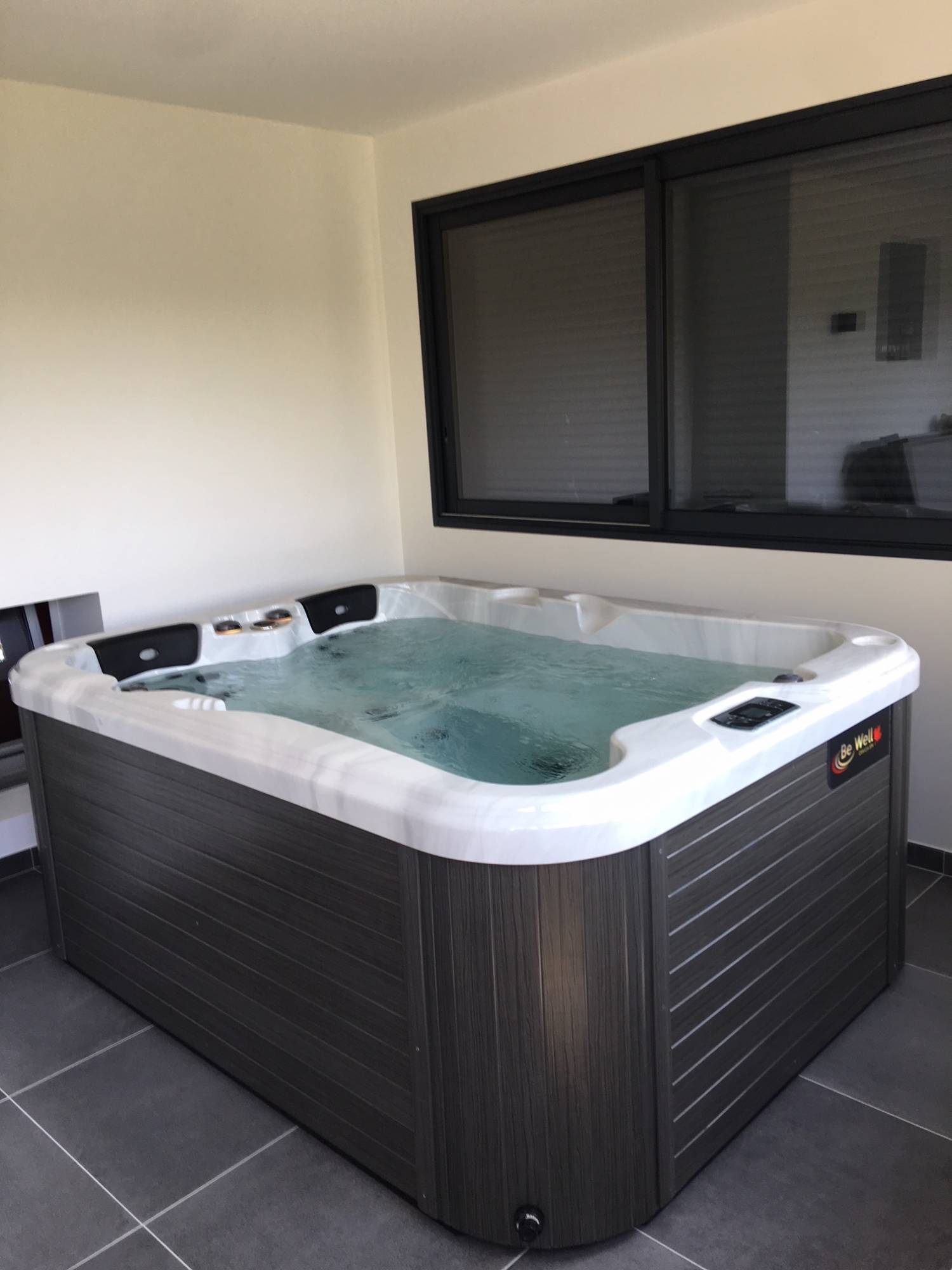 Jacuzzi Interieur Spa 3 Places Dans Un Agrandissement Be Well Canada Spa