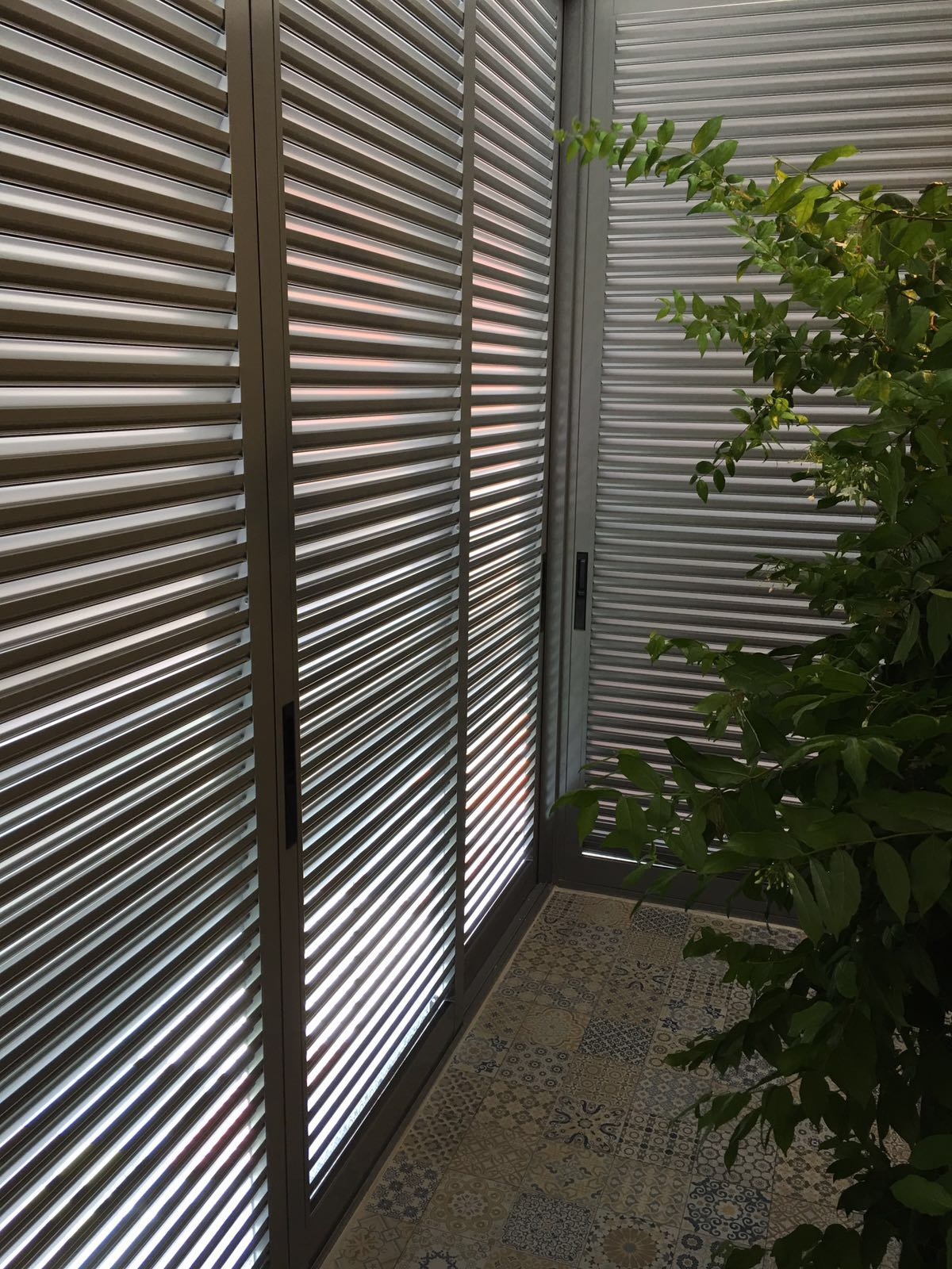Aluminium Prijs Aluminium Bi Fold Louvers Door Spacedor Marketing Pte Ltd