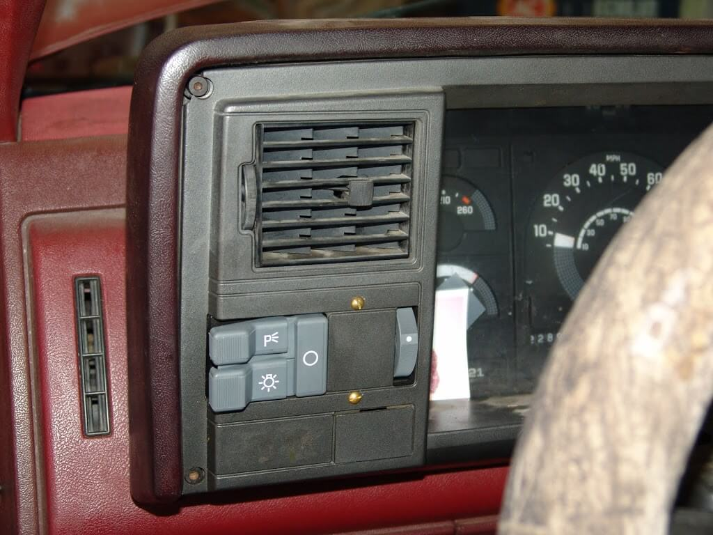 pictures of 08 chevy truck fuse box