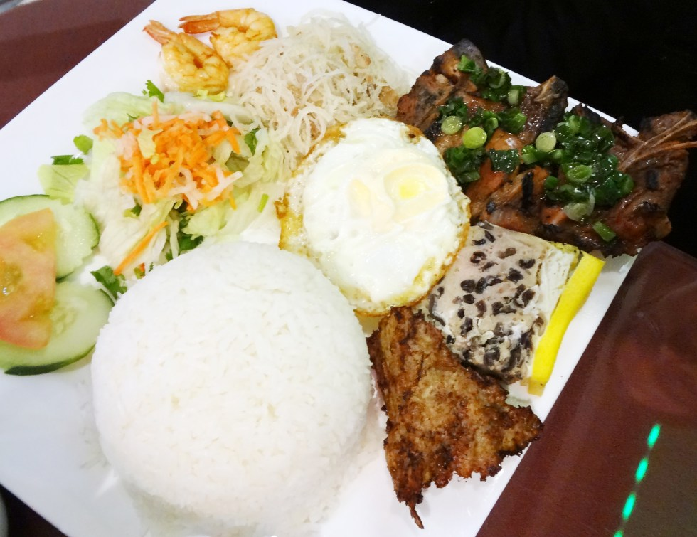 Com dac Biet - combination rice platter