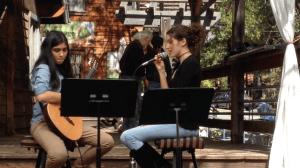Eliza Kiy and Zema Bagirova performing at Cafe Aroma in Idyllwild. Photo: Julie Pendray