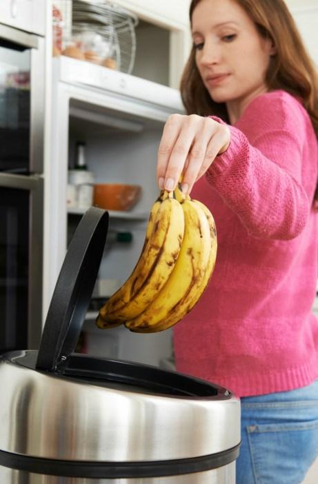 Πετάξτε όλα τα χαλασμένα φρούτα.