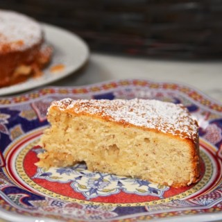 Splendid Simplicity and an almond cake…