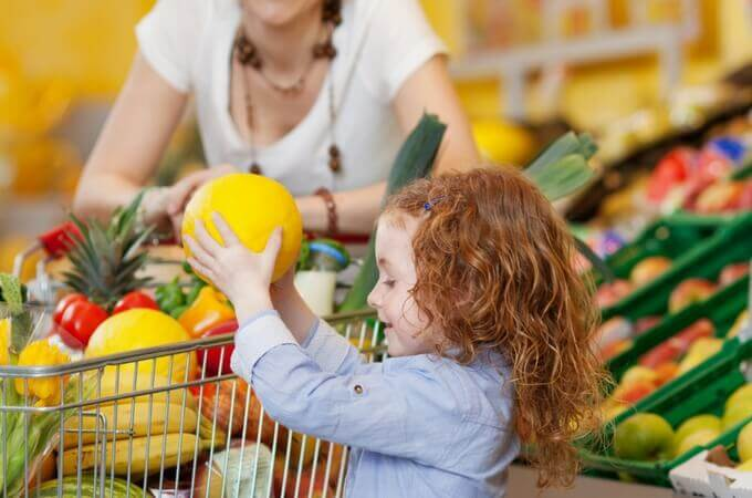 Want to save time grocery shopping? So did I and these tips were really clever and helpful! www.spoilmyfamily.com