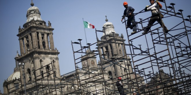 Workers prepare the grandstands outside Metropolitan Cathedral in preparation for the upcoming visit of Pope Francis to Mexico City, on February 5, 2016. Photo courtesy of REUTERS/Edgard Garrido *Editors: This photo may only be republished with RNS-POPE-MEXICO, originally transmitted on Feb. 10, 2016.