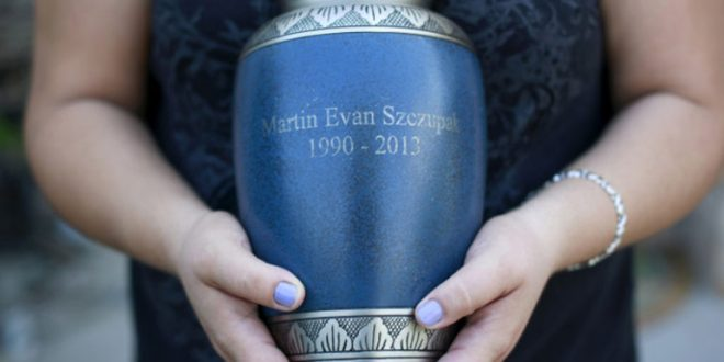 Inez Szczupak holds an urn filled with the ashes of her son Martin, who died of a drug overdose, outside her home in the Staten Island borough of New York on August 19, 2015.Photo courtesy of REUTERS/Shannon Stapleton *Editors: This photo may only be republished with RNS-NONES-BURIAL, originally transmitted on Dec. 17, 2015.