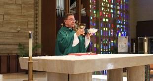 Priest at Catholic Mass/Pixabay image