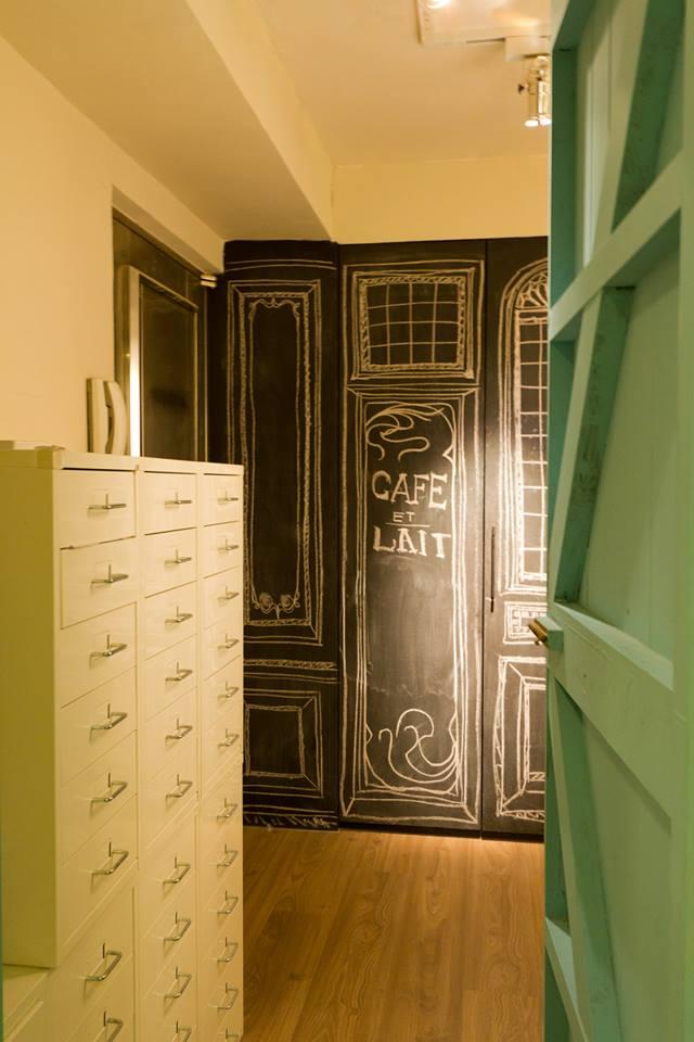 Lee s design designer s flea market chic home in taipei