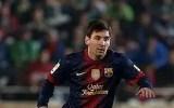 Lionel Messi scores 2