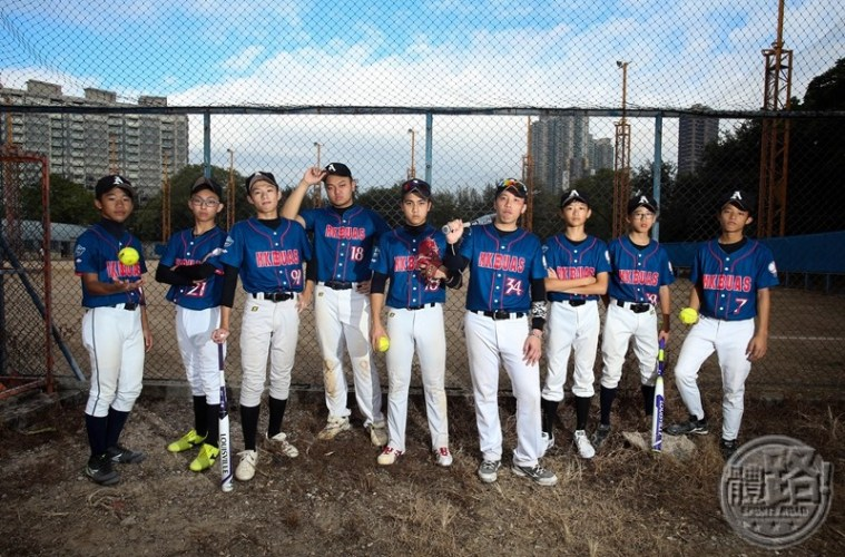 sportsroadjunior_junior10_p3_coverstory_softball_20161119-13