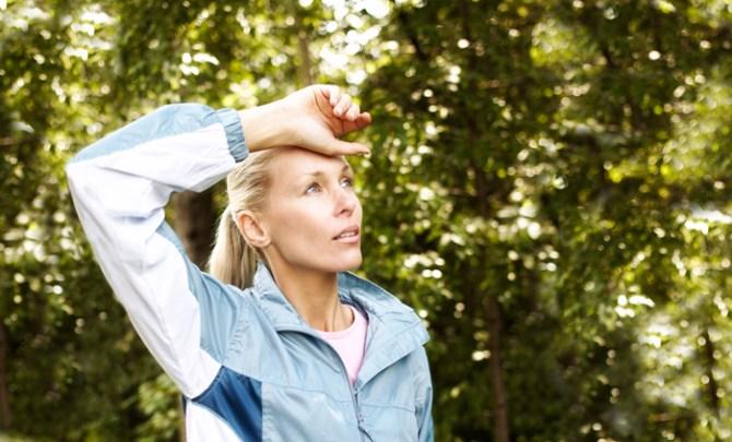 symptom-thyroid-disease-hot-flash-weight-heart-palpitation-irritability-anxiety-neck-swell-sore-health-spry