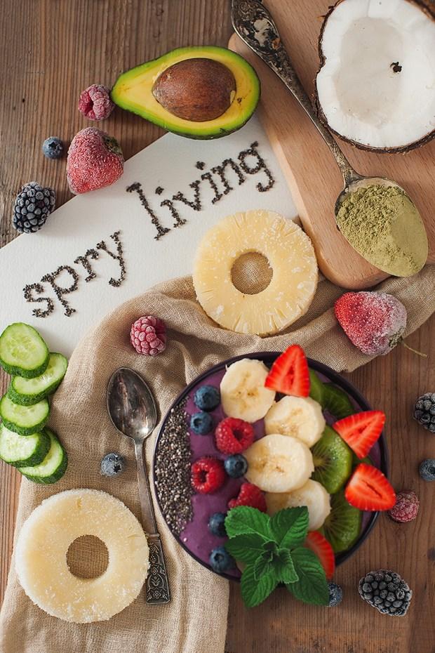 Avocado, Pineapple and Berry Smoothie Bowl | spryliving.com