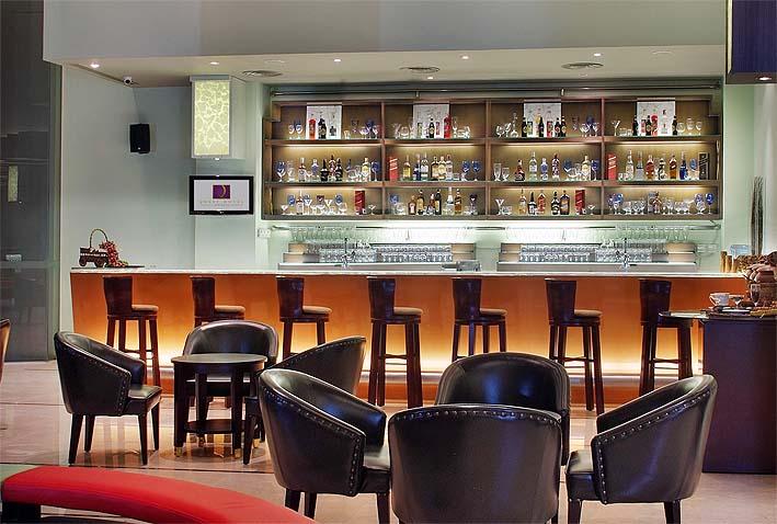 Lounge bar quest hotel
