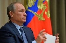 Путин сумња да САД намеравају да запале Донбас