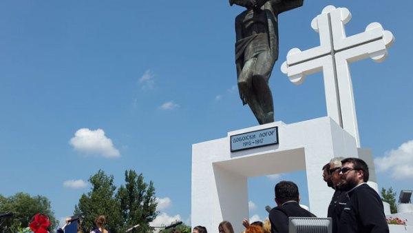 """У Добоју откривен споменик жртвама """"Добојског логора"""""""