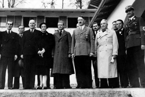 Војвода од Винздора и војвоткиња од Велса са Хитлером 1930-тих у Енглеској