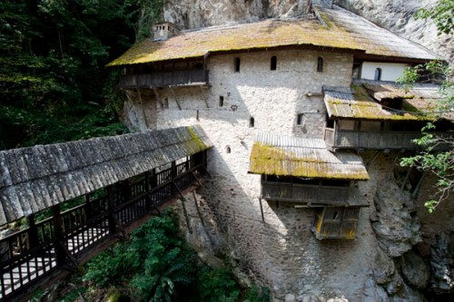 crna-reka-monastery02