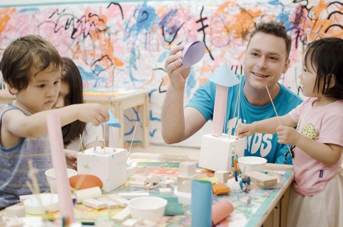 ▲1歳から入園可能!英語イマージョン環境の中、思いっきり身体を使って学ぶアート教育でお子様の能力を最大限に伸ばす「東京クリエイターズキッズ プリスクール」