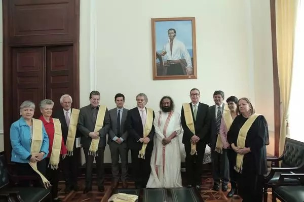 Colombia Hails Sri Sri for Peace Work