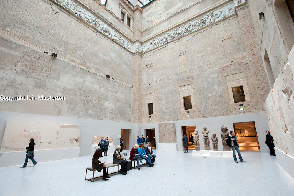 Courtyard Berlin Mitte Greek Courtyard At Neues Museum Or New Museum On