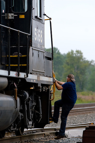 Indexindex chicago, illinois freight conductor boarding the caboose - frieght conductor