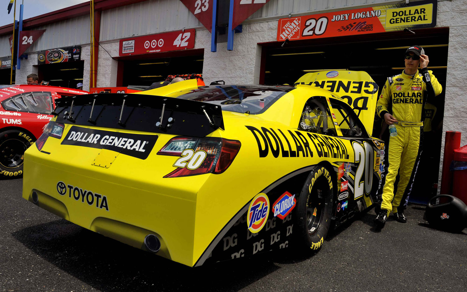 Vehicle Manufacturers In Nascar Toyota Camry Nascar More Like Street Car Than Ever