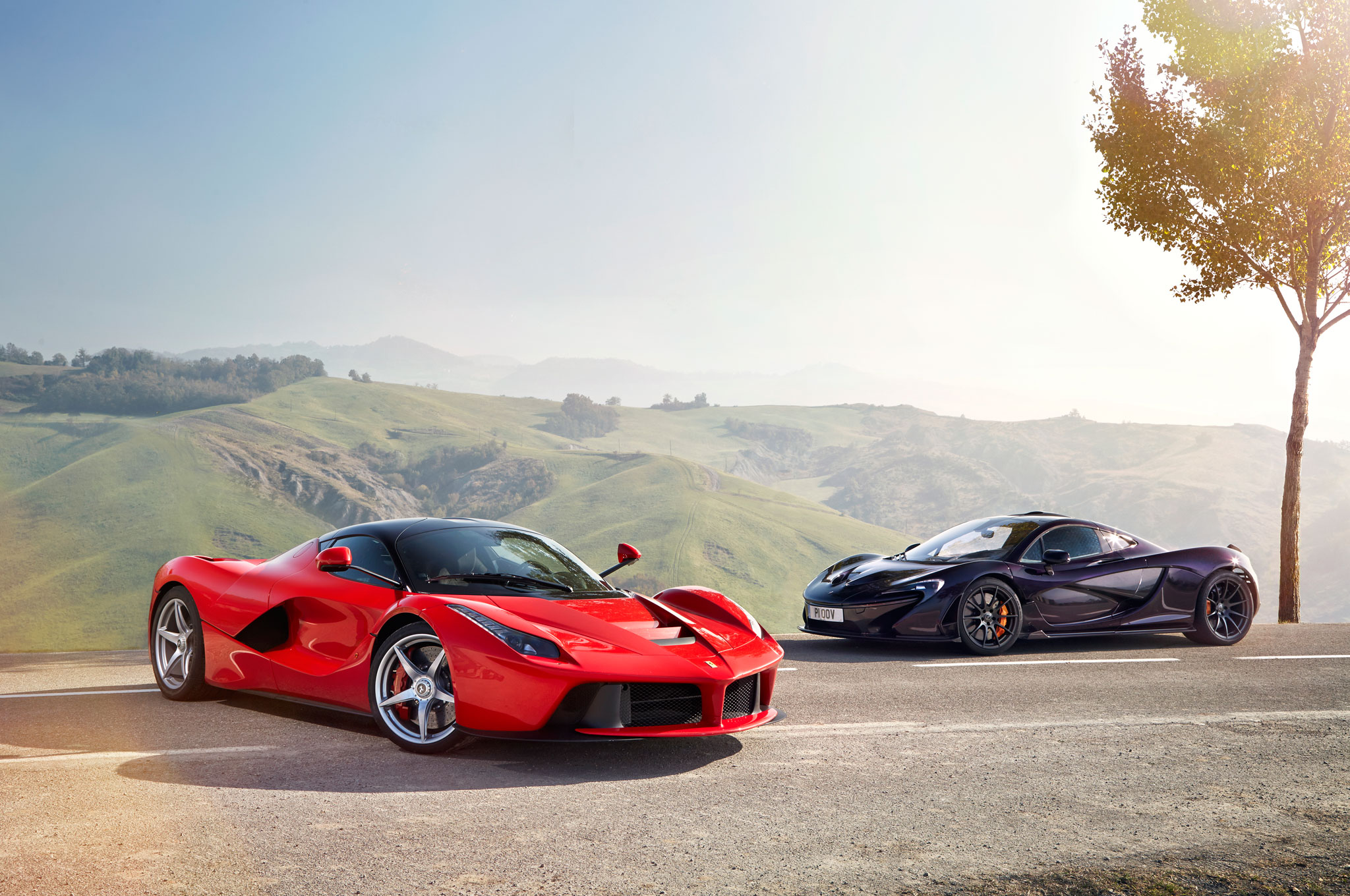 Mercedes Car Wallpapers For Windows 7 Hybrid Is The New Fast Ferrari Laferrari Vs Mclaren P1