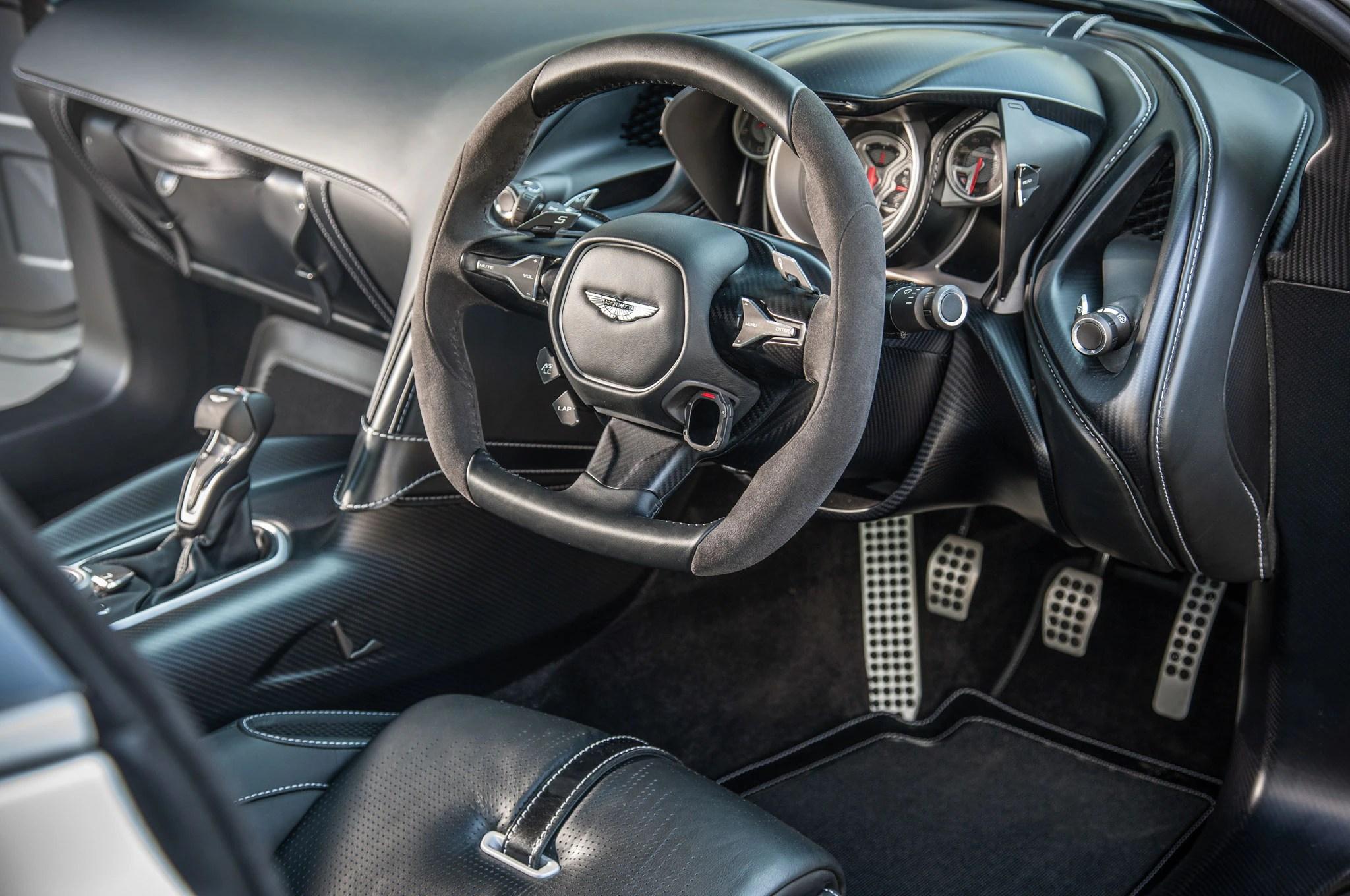 James Bond Car Wallpaper Bulletproof Driving James Bond S Aston Martin Db5 Dbs