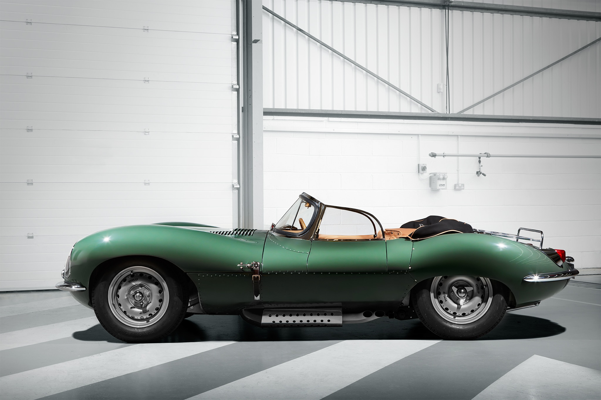 Jaguar Xj13 Blueprint Jaguar Xkss Continuation Car Brings 50s Flavor To Los Angeles