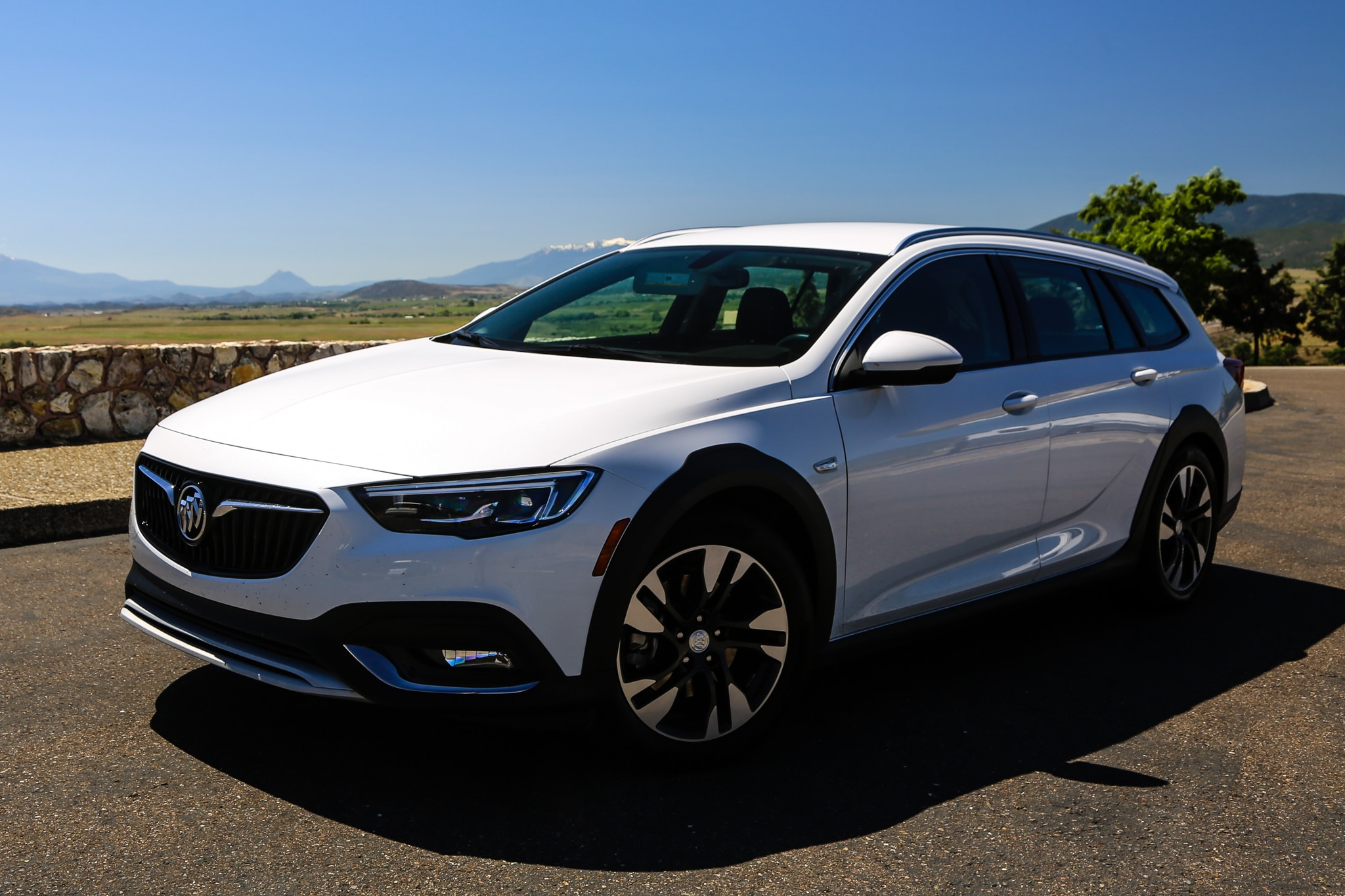 Glasregal 40 X 20 2018 Buick Regal Tourx Essence Awd Quick Take Review Automobile