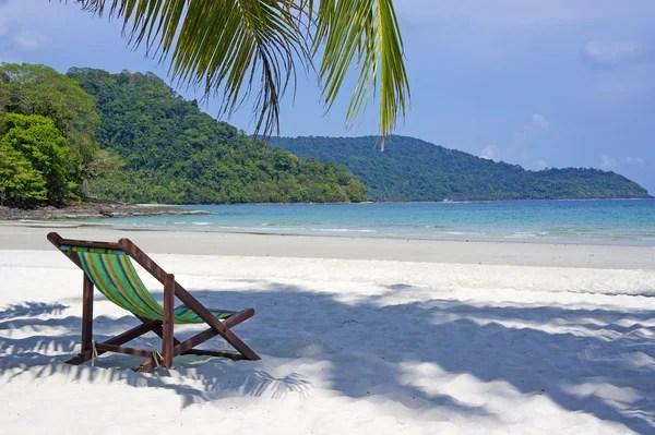 Praia Tropical Cadeiras De Praia Na Praia De Areia Branca