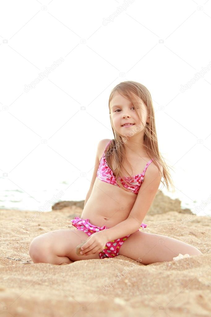 Sweet Little Girl Hd Wallpaper Portrait Of A Smiling Pretty Little Girl In A Swimsuit