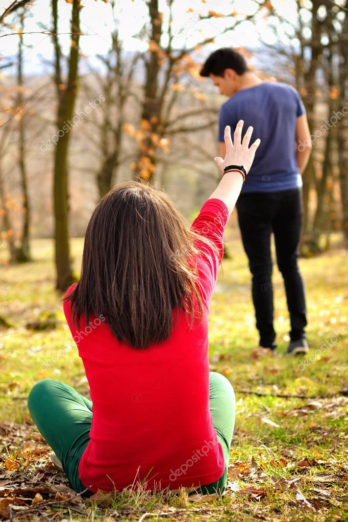Heart Breaking Girl Wallpaper Young Couple Breaking Up Girl Shouting Out For Boy