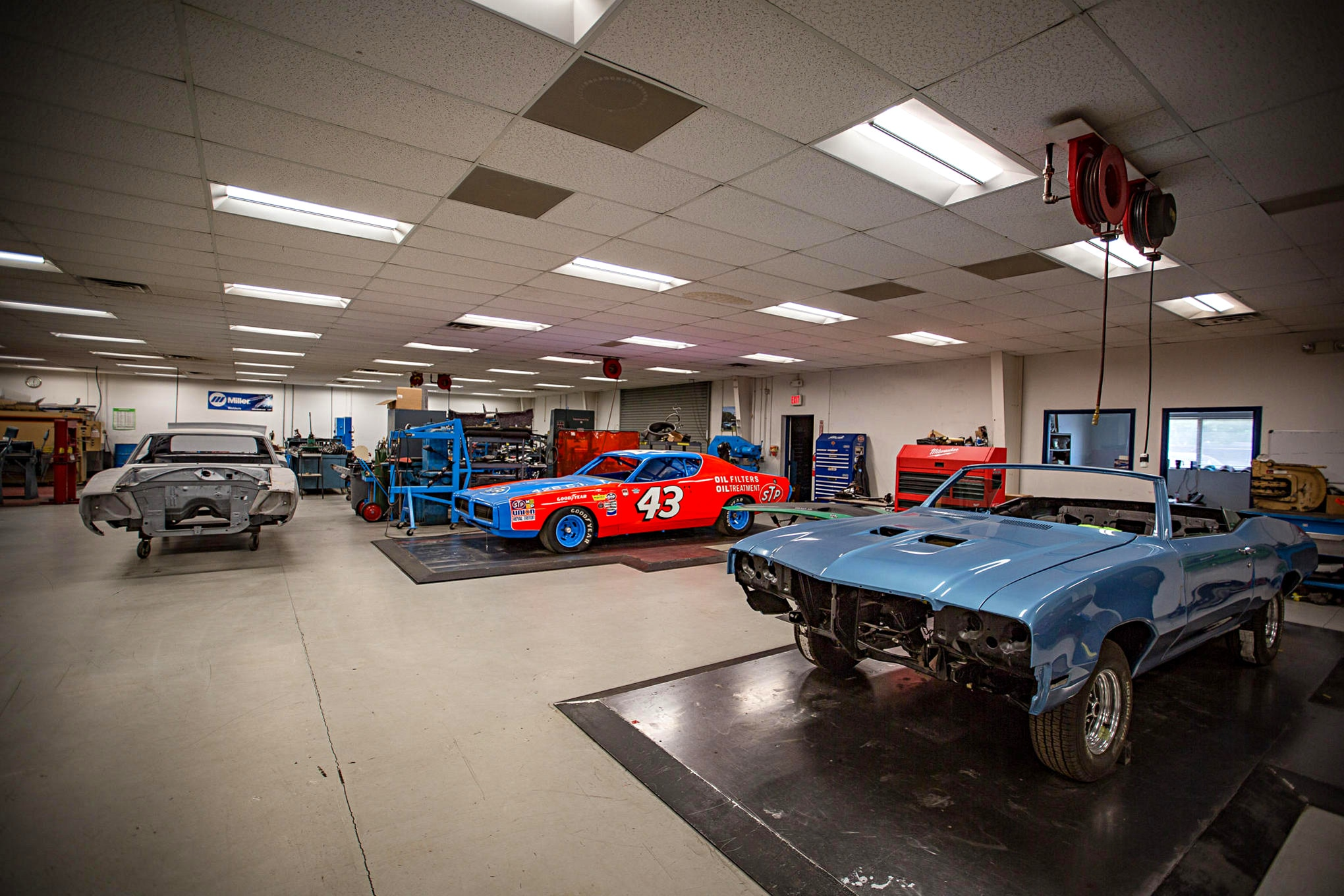 Garage Automobile Tours Inside Petty S Garage Richard Petty Opens His Doors For Power