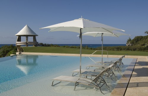 Sun Shelf Is Optimal For Luxury Swimming Pools