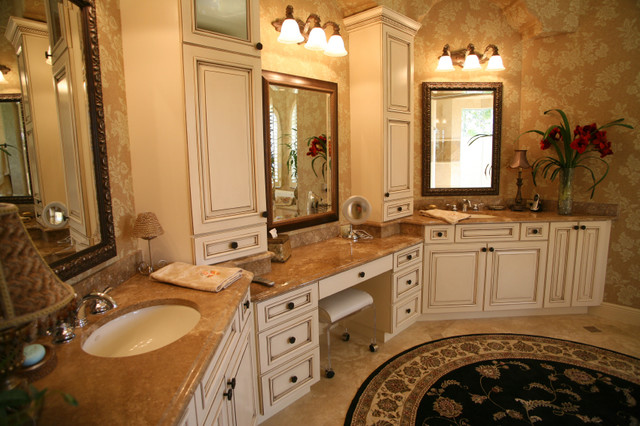 Luxury master bath suite