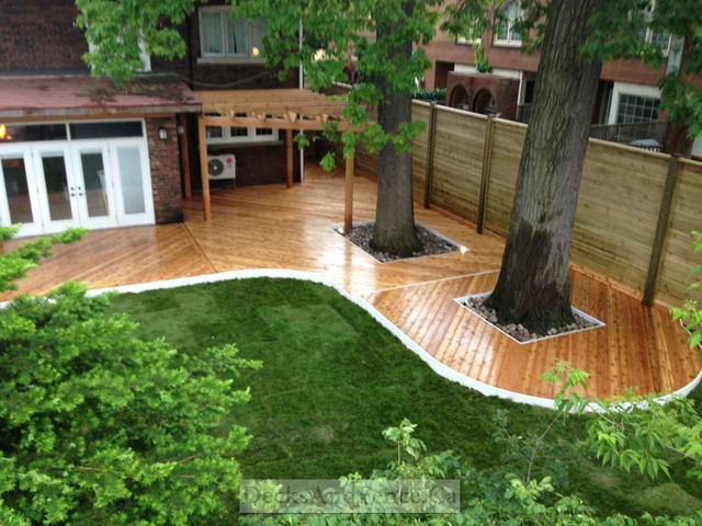 Horizontal fence pergola and wrap around deck modern