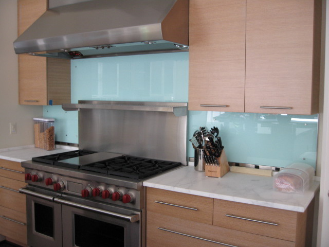 modern kitchen backsplashes glass backsplash modern kitchen backsplash contemporary kitchen metro