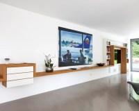 Weies Wohnzimmer mit Wand-TV Ideen frs Einrichten - HOUZZ