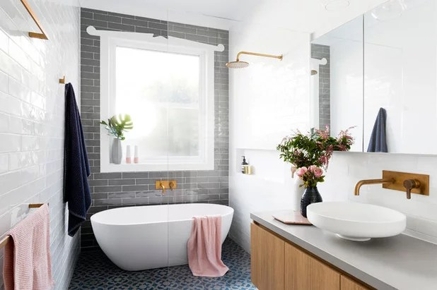 Ein 6,8 Qm Kleines, Langes Bad In Sanften Farben