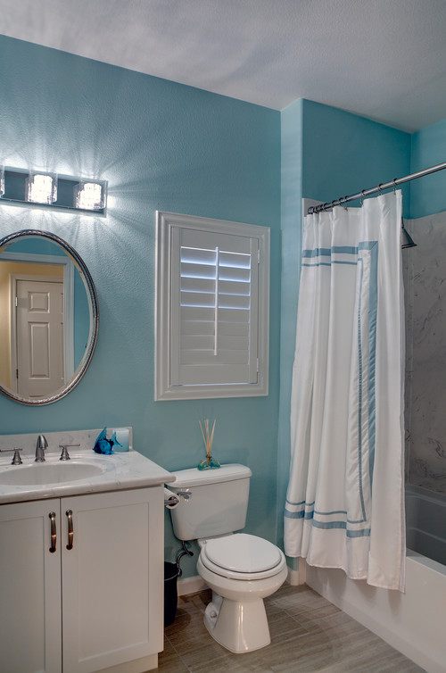 Houzz Rug Sale I Love The Color Of The Teal Wall Paint In This Bathroom