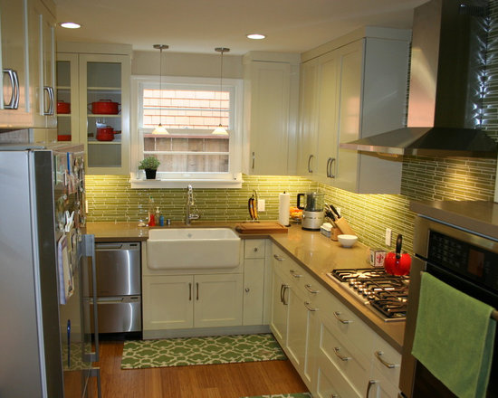 farmhouse backsplash home design ideas pictures remodel decor small space cute grey island small eat kitchen designs