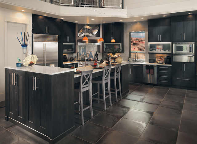 Maple Kitchen Cabinets With Gray Walls Canyon Creek Millennia - Quattro In Rustic Alder W