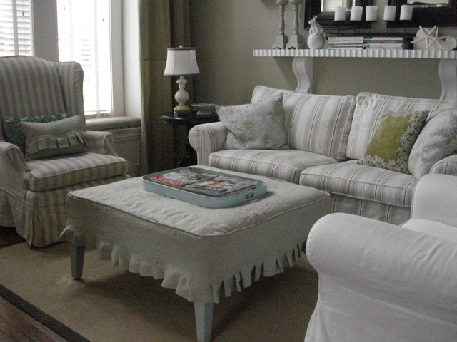 Calm and casual living room - Traditional - Living Room - Toronto - casual living rooms