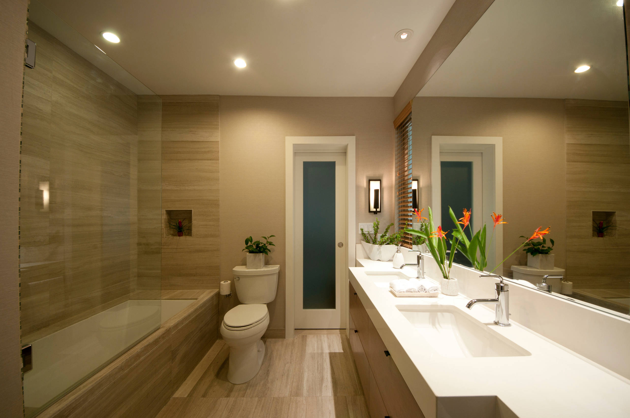 75 Beautiful Bathroom With An Undermount Tub And Brown Walls Pictures Ideas October 2020 Houzz