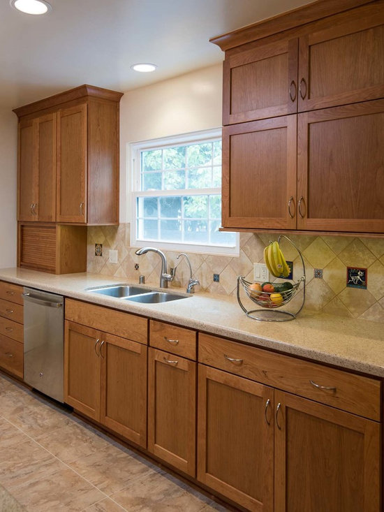 mid sized traditional galley kitchen design ideas remodels photos small traditional galley eat kitchen design photos medium