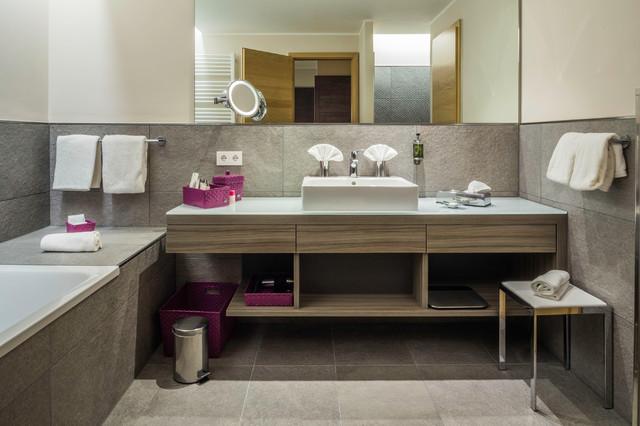 Moderne Badezimmereinrichtung - Modern - Badezimmer - Sonstige - badezimmereinrichtung