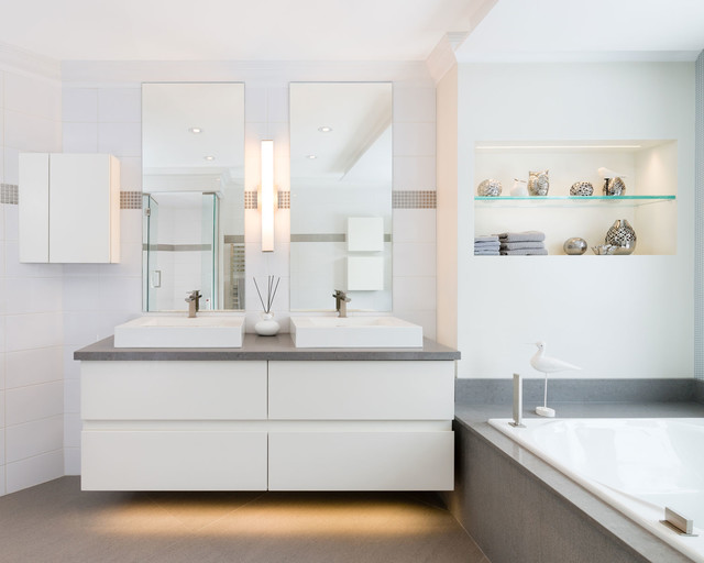 Ligthened vanity contemporary bathroom montreal by