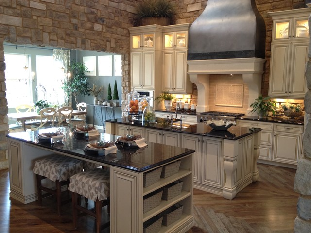 Tuscan Kitchen Cabinet Handles Photo 5.jpg - Kitchen - Denver - By The Kitchen Showcase, Inc.