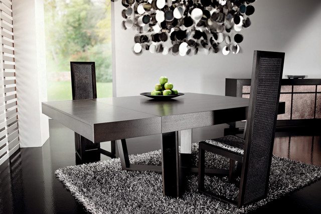 Dark wood dining table by rattanwood